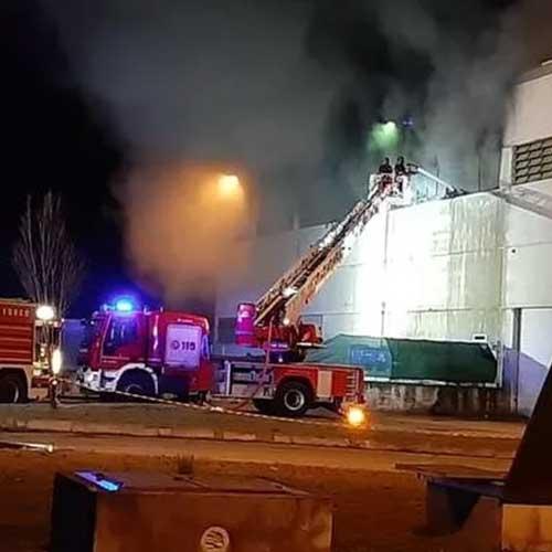 Ci stiamo occupando di un complesso caso di incendio di impianto di trattamento rifiuti di apparecchiature elettriche ed elettroniche